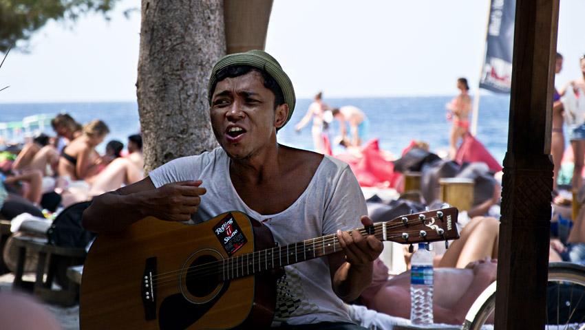 Sänger am Strand von Gili Trawangan